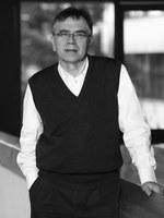 Bundespräsident Frank-Walter Steinmeier zeichnet Jürgen Osterhammel mit dem Großen Verdienstkreuz aus