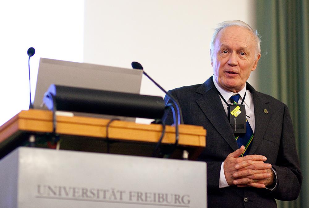 Hermann Staudinger Lecture - Anthony Legget 1